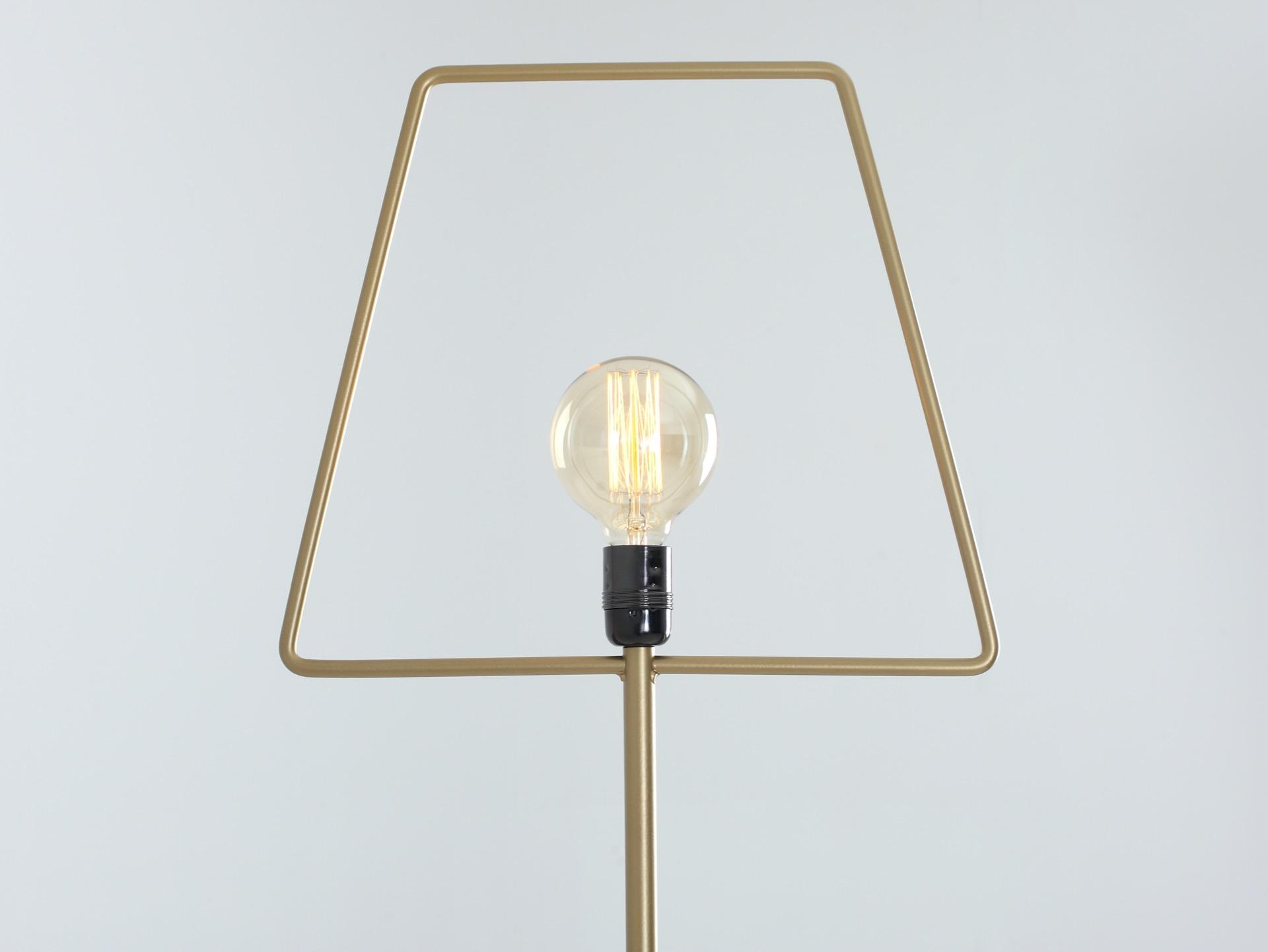 Stehlampe FIRKANT golden